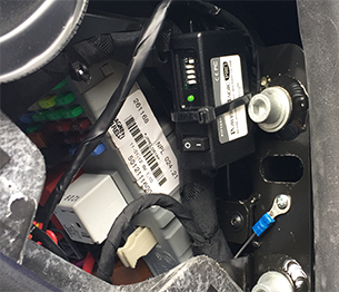 Image: Dash Camera Fitting Ferrari FF Battery Monitor Kit